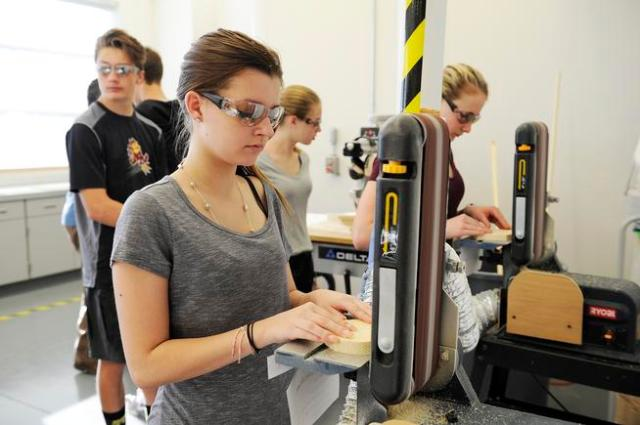 Falcon Bluffs Middle School learns business with charity goal